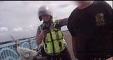 一把抓住上百公斤歹徒 酷女警與同事查獲毒品