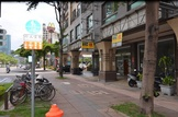 高雄市左營區博愛三路 電梯大廈 【21世紀謝長哲】博愛路旁1+2雙金店