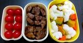 #手做便當#雪花骰子牛+燙什錦蔬菜+小番茄。