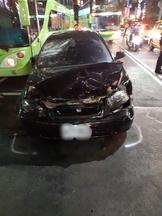 三重街頭上演警匪追逐驚險場面 2警破窗逮人遭割傷