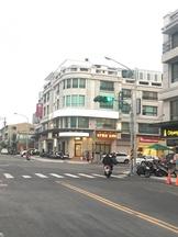 台南市永康區中華二路 透天厝 永康中華二路五王國小皇龍柏克萊一樓金店